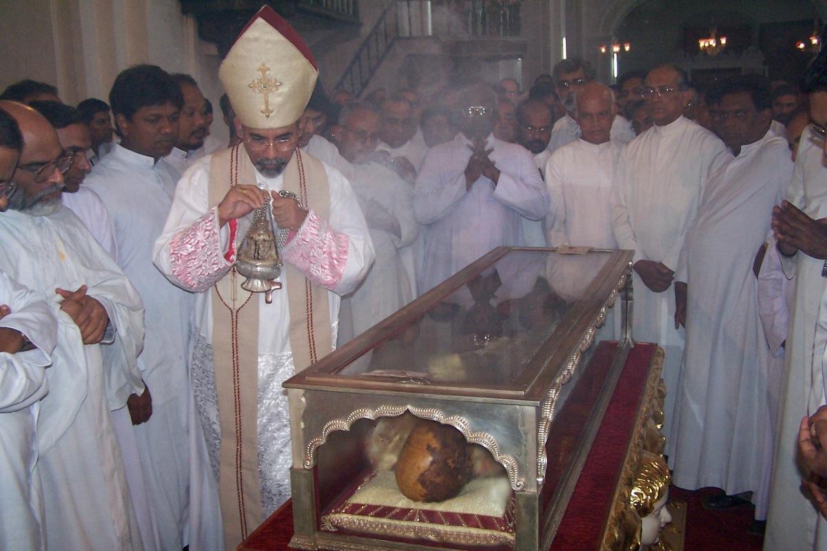 xavier-body-casket